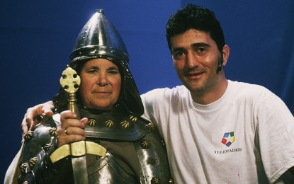 El Rey Arturo cambia la espada por Gaseosa Gomaespumosa (la del casco duro)